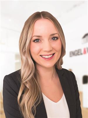 Alexa Mogg