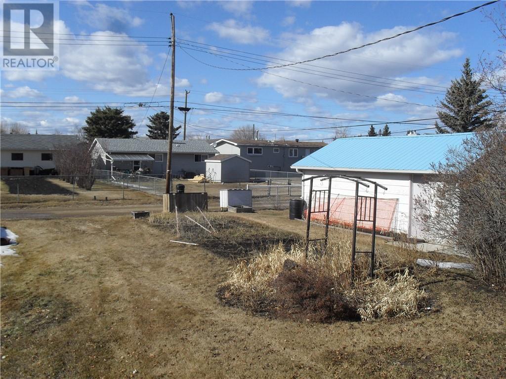 404 3rd Street Ne, Manning, Alberta, T0H2M0   Photo: 24