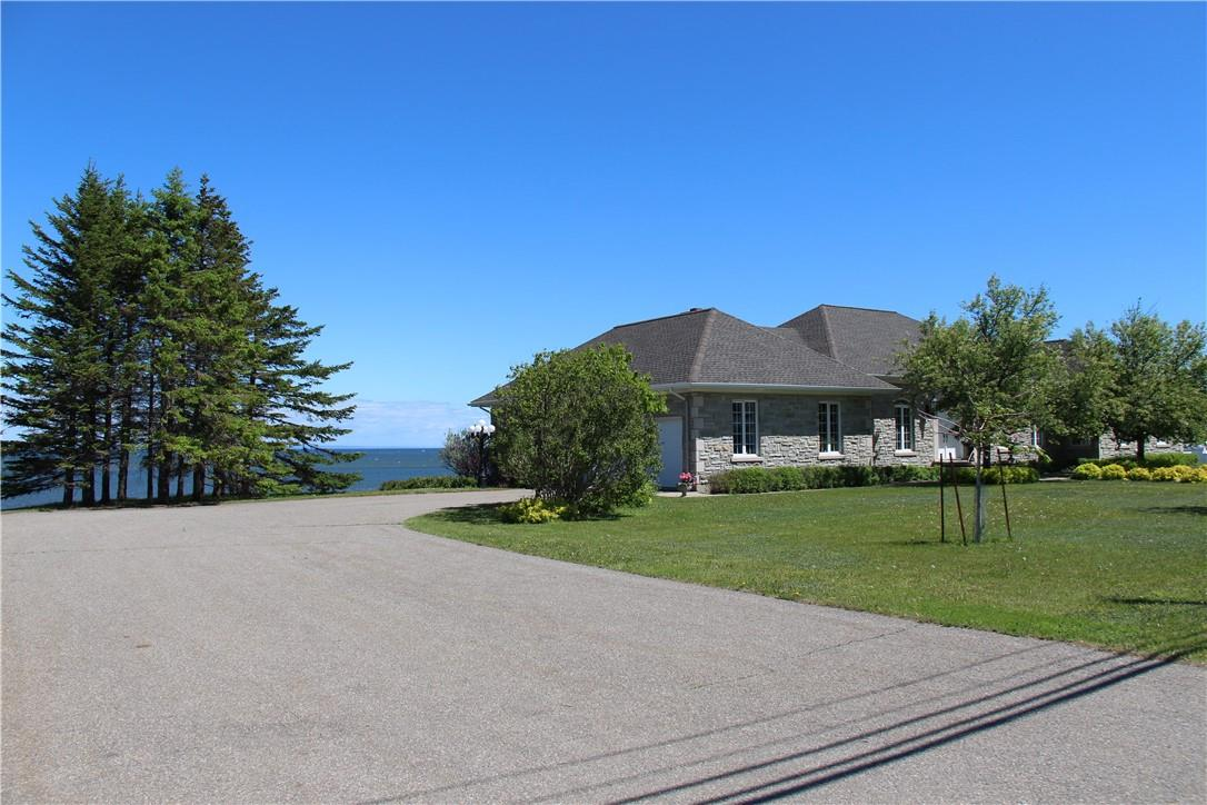 115 St-Pierre Est Boulevard, Caraquet, New Brunswick  E1W 1A9 - Photo 3 - NB025040