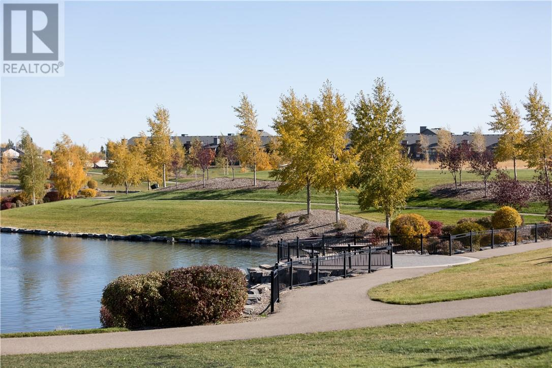 5 69 Aquitania Circle W, Lethbridge, Alberta  T1J 5M5 - Photo 10 - ld0177155