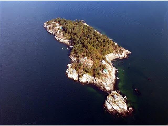 21-22 PASSAGE ISLAND, West Vancouver, British Columbia