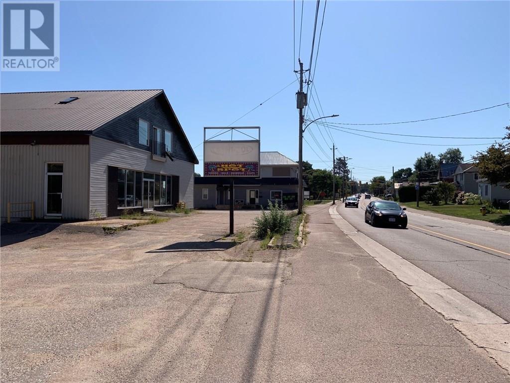 1021 Pembroke Street, Pembroke, Ontario  K8A 5R3 - Photo 3 - 1026203