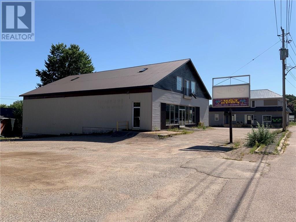 1021 Pembroke Street, Pembroke, Ontario  K8A 5R3 - Photo 1 - 1026203