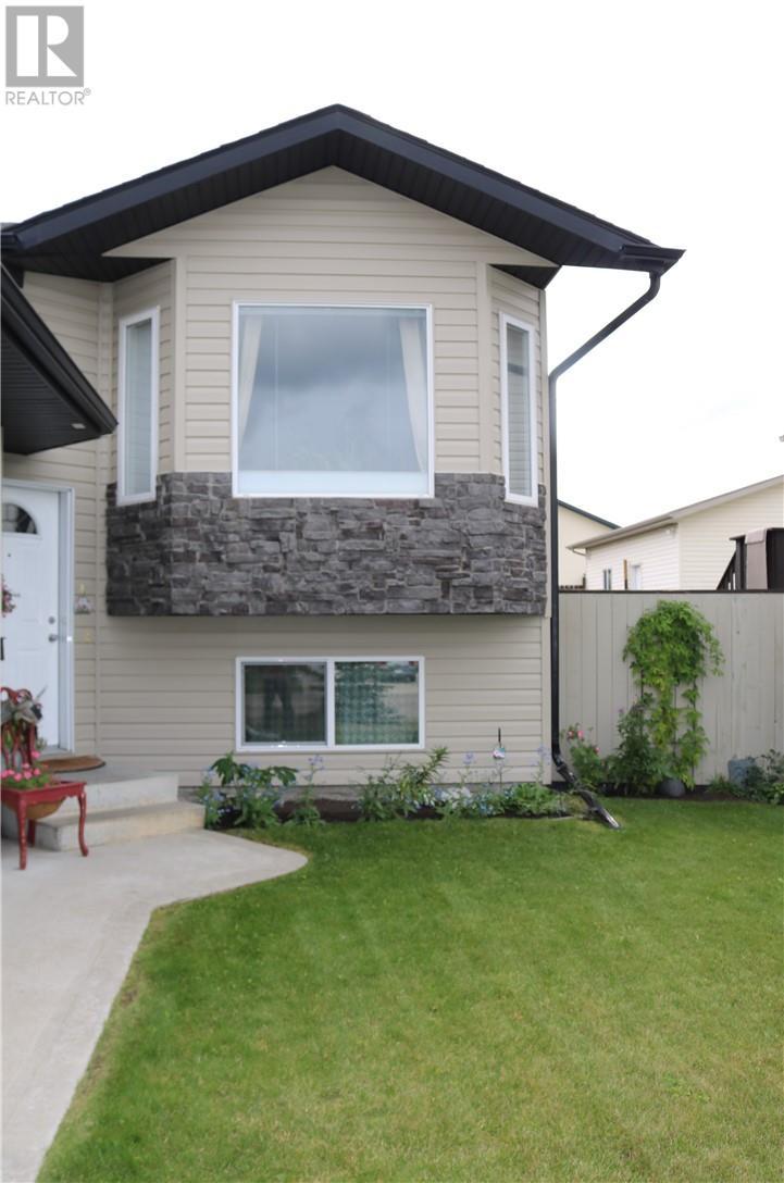 4853 Westbrooke Road, Blackfalds, Alberta, T0M0J0   Photo: 2