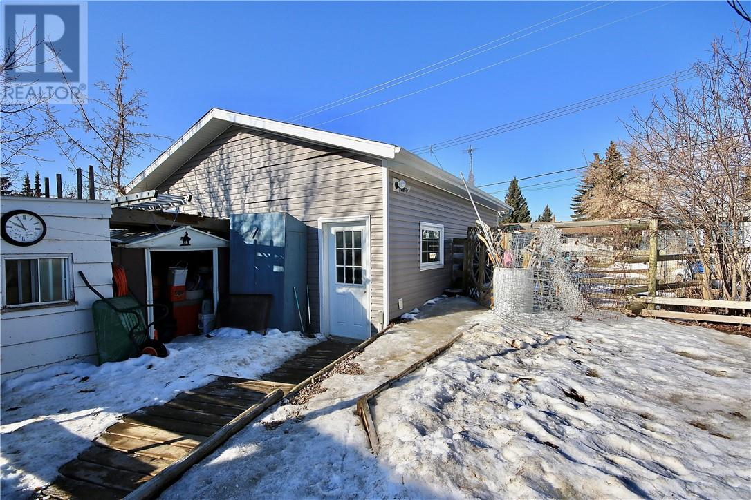 4914 51 Street, Killam House For Sale
