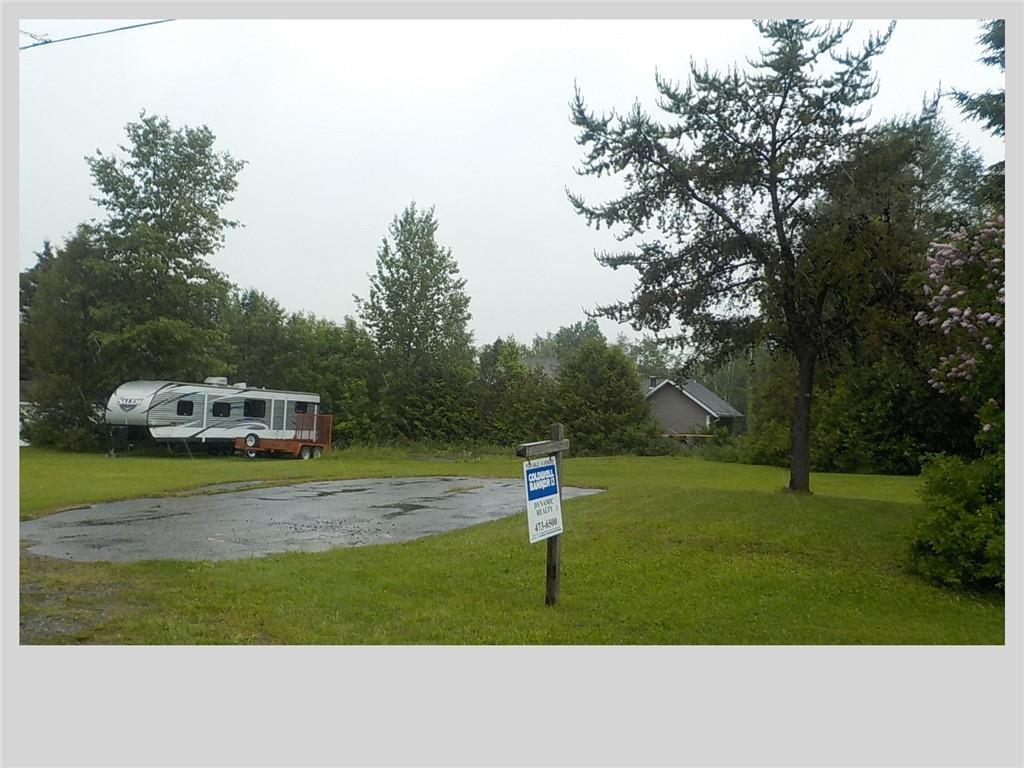 37 Rue Valcourt, Saint-Quentin, New Brunswick  E8A 2B6 - Photo 1 - NB028012