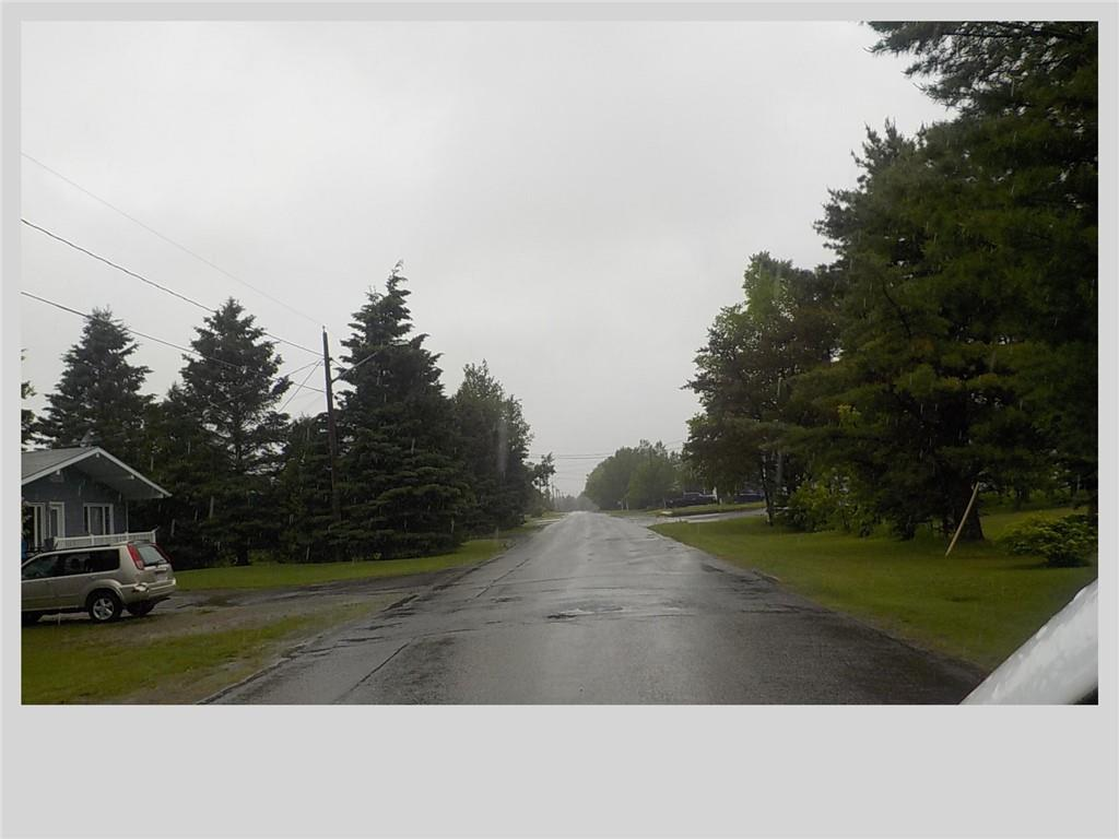37 Rue Valcourt, Saint-Quentin, New Brunswick  E8A 2B6 - Photo 2 - NB028012