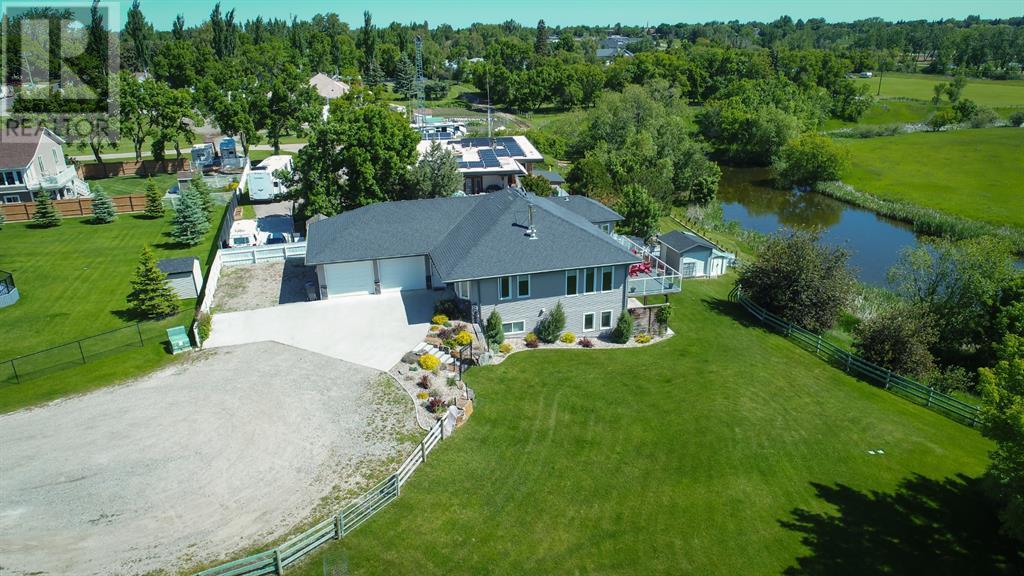 421s 2 Street W, Magrath, Alberta  T0K 1J0 - Photo 1 - LD0191273