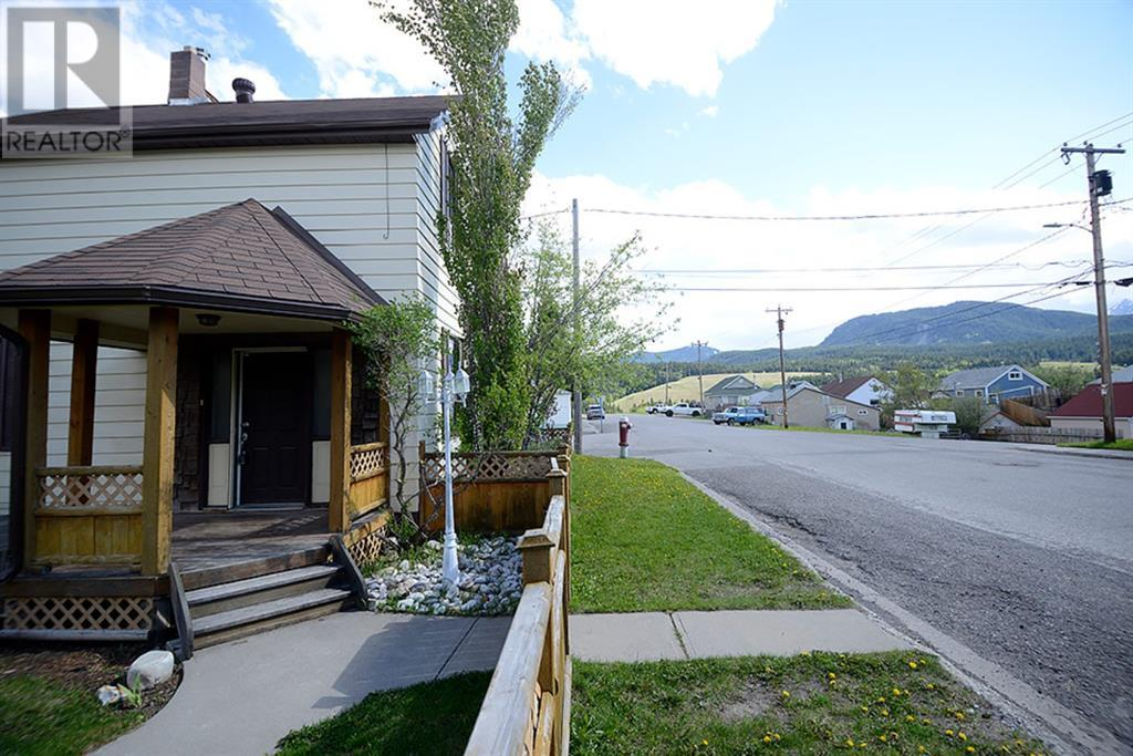 8001 19 Avenue, Rural Crowsnest Pass, Alberta  T0K 0M0 - Photo 3 - LD0190745