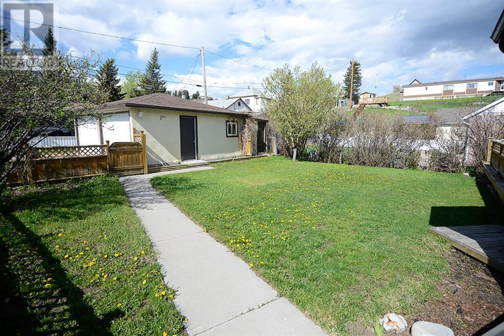 8001 19 Avenue, Rural Crowsnest Pass, Alberta  T0K 0M0 - Photo 6 - LD0190745