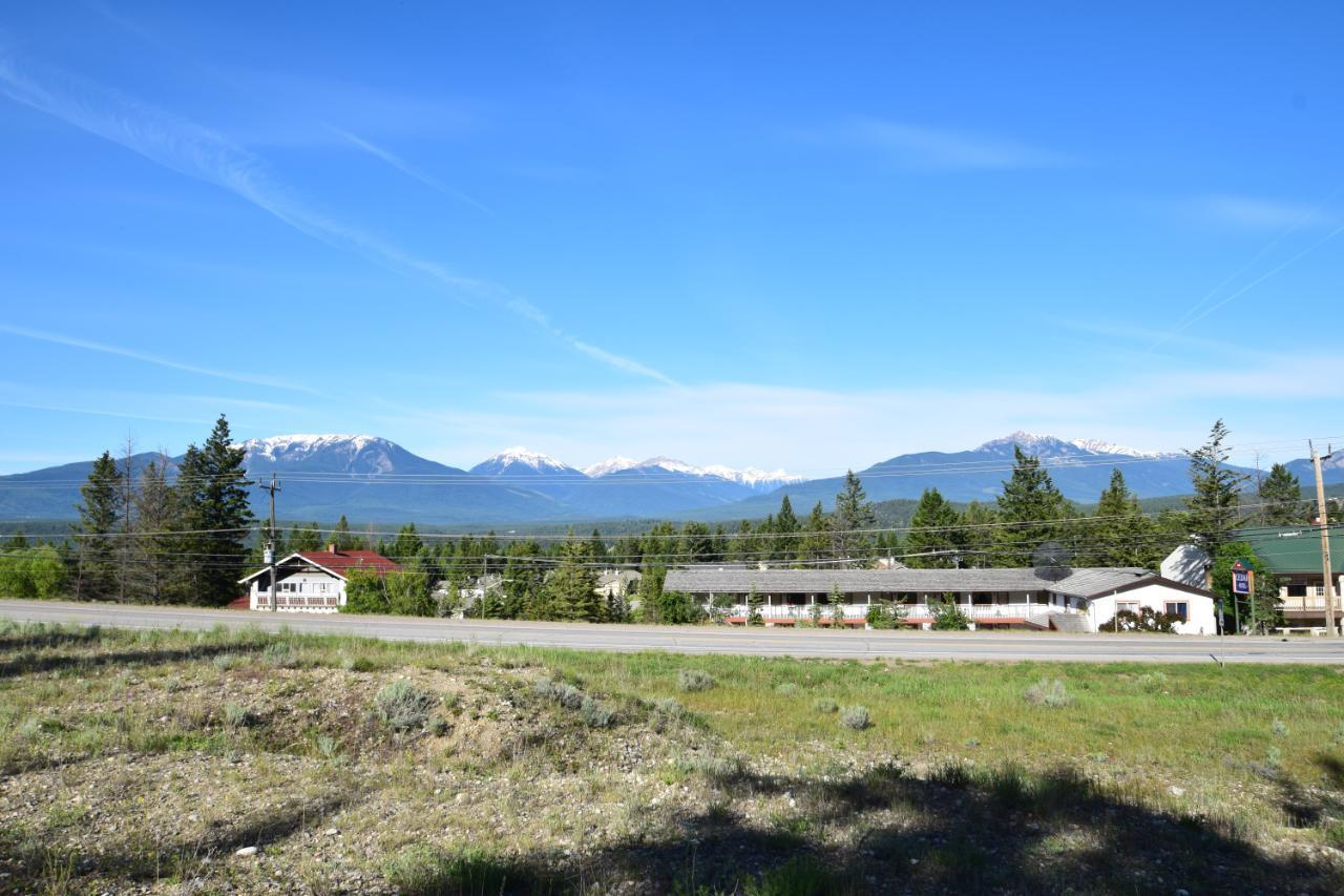 7585 Redstreak Park Road, Radium Hot Springs, British Columbia  V0A 1M0 - Photo 10 - 2454295