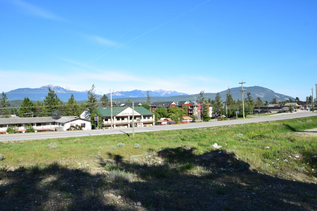 7585 Redstreak Park Road, Radium Hot Springs, British Columbia  V0A 1M0 - Photo 11 - 2454295