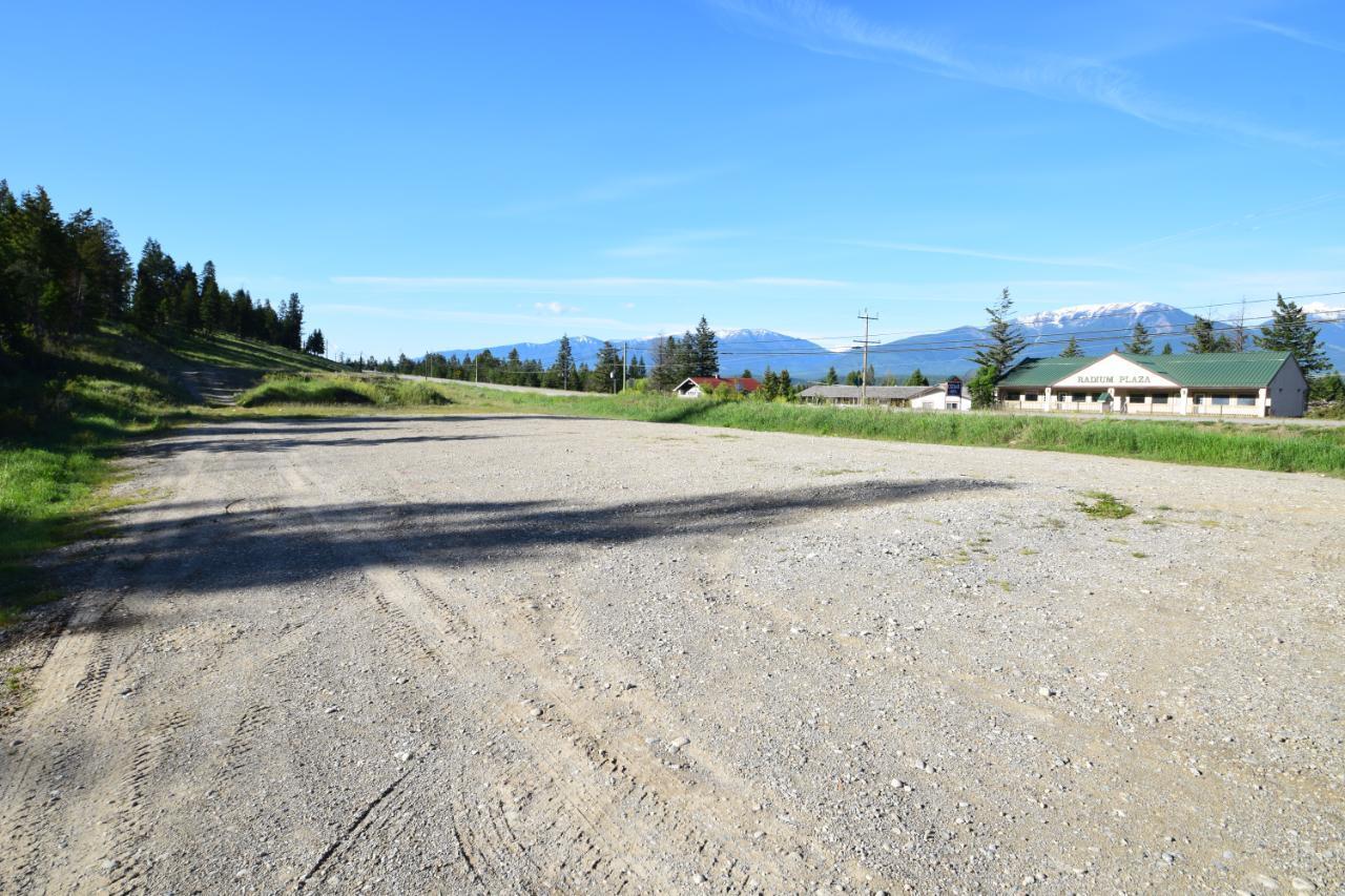 7585 Redstreak Park Road, Radium Hot Springs, British Columbia  V0A 1M0 - Photo 6 - 2454295