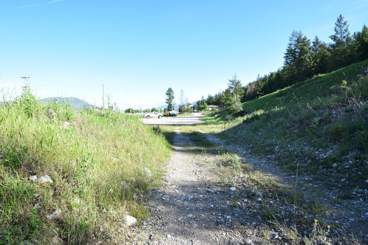 7585 Redstreak Park Road, Radium Hot Springs, British Columbia  V0A 1M0 - Photo 8 - 2454295