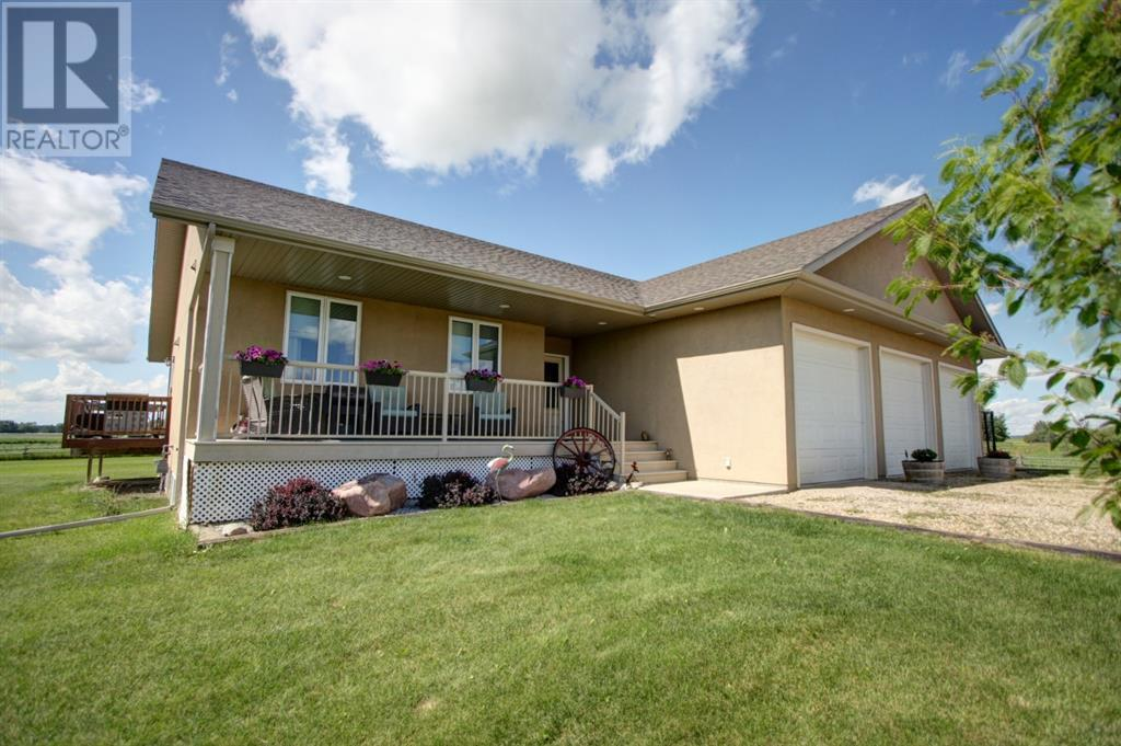 1042 Township Road 380, Rural Red Deer County, Alberta  T4E 2W2 - Photo 1 - CA0190324