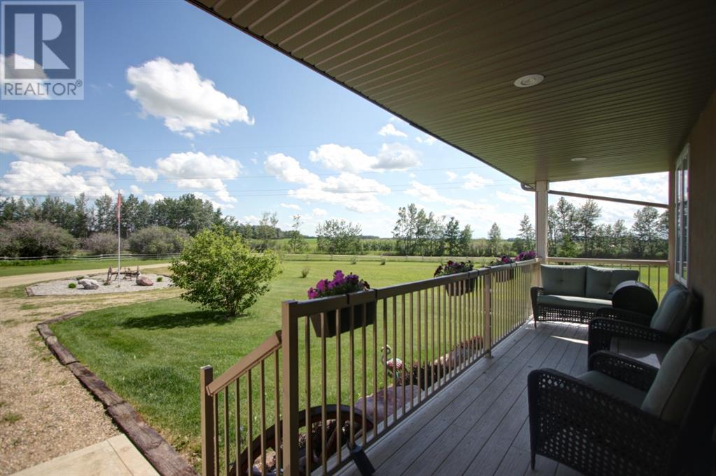 1042 Township Road 380, Rural Red Deer County, Alberta  T4E 2W2 - Photo 3 - CA0190324