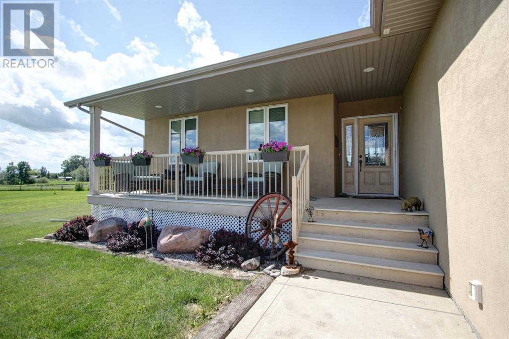 1042 Township Road 380, Rural Red Deer County, Alberta  T4E 2W2 - Photo 2 - CA0190324