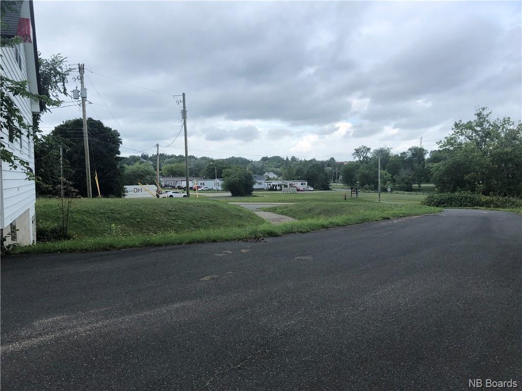 495 Riverside Drive, Bathurst, New Brunswick  E2A 2M4 - Photo 3 - NB050109
