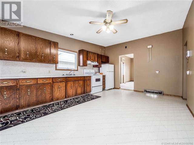 846 Crescent Avenue, Picture Butte, Alberta  T0K 1V0 - Photo 3 - LD0192706