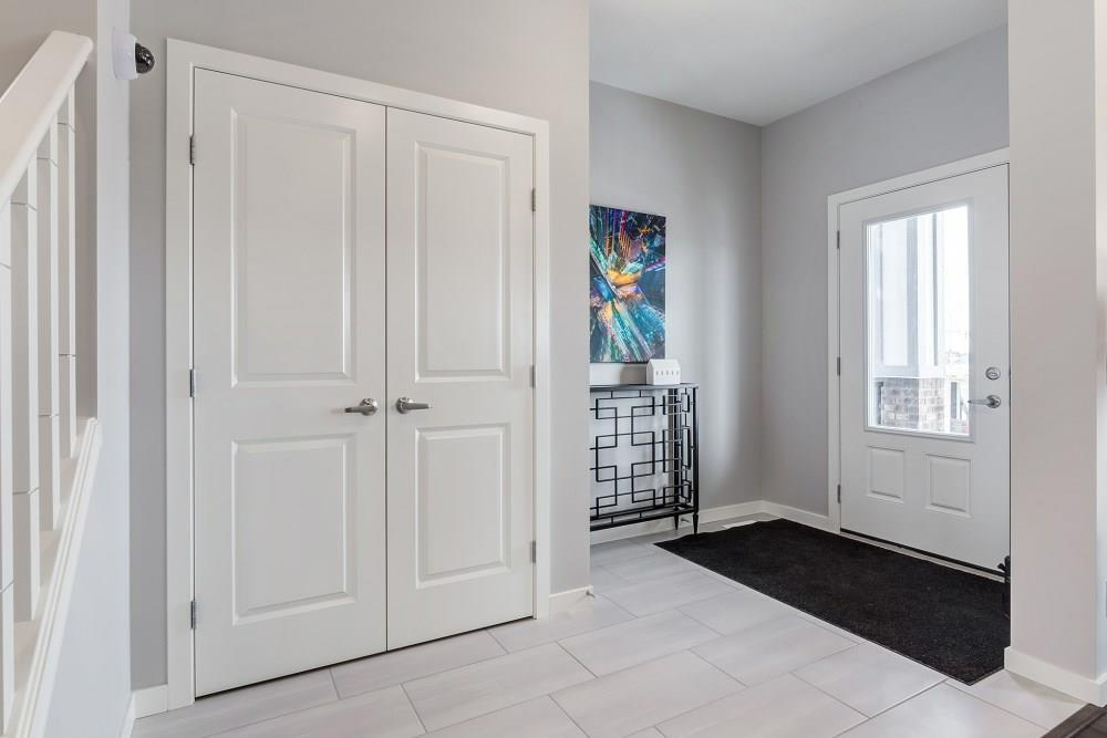 349 Chinook Gate Cl, Airdrie, Alberta  T4B 4V4 - Photo 4 - C4220847