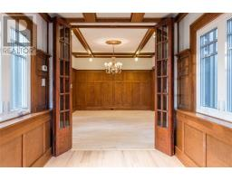 34 HOLLYWOOD CRES