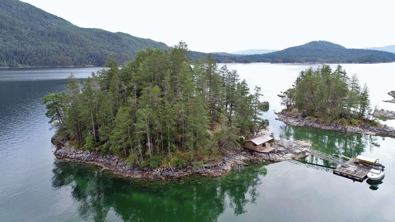 Dragonfly Island, Sechelt, British Columbia  V0V 0V0 - Photo 1 - R2382054