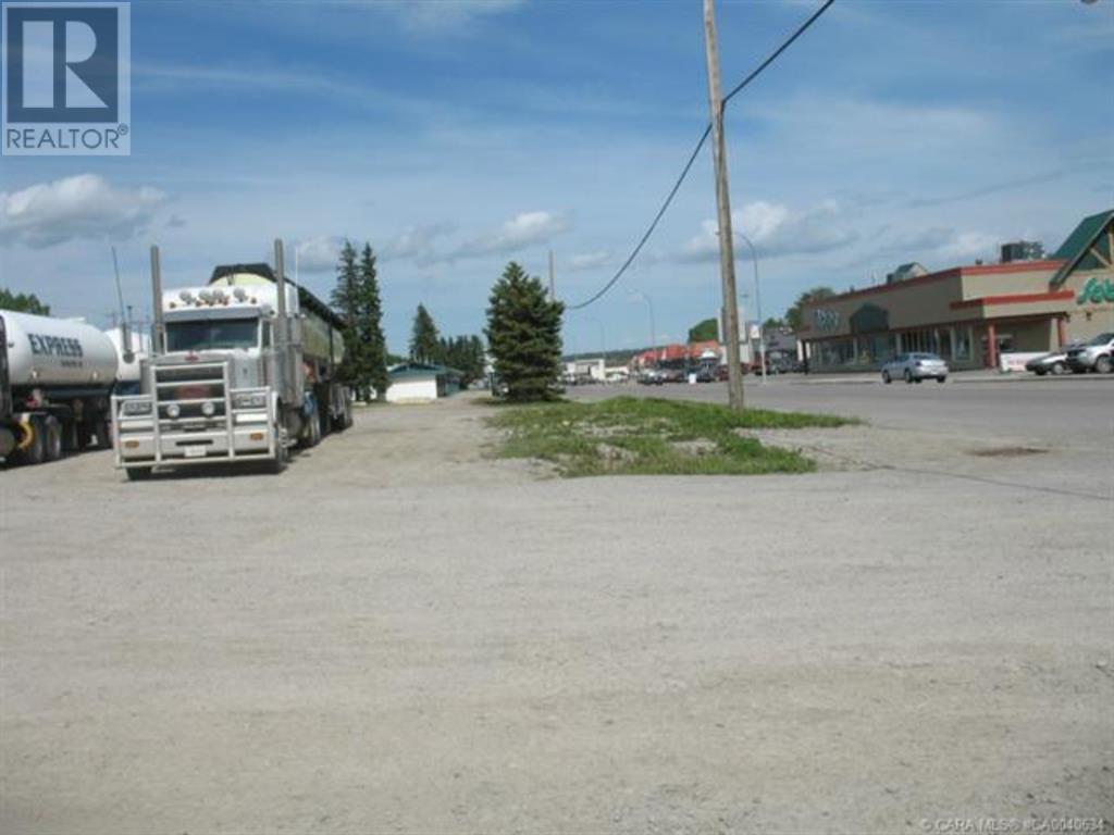 556 Main Avenue W, Sundre, Alberta  T0M 1X0 - Photo 5 - A1059004