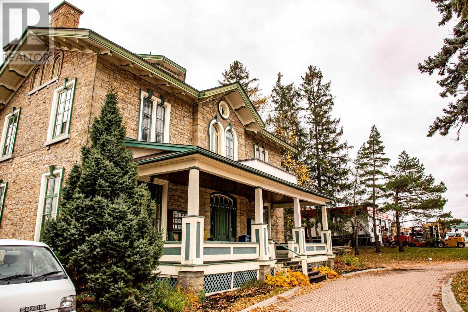 389 King St, Gananoque, Ontario  K7G 1G6 - Photo 2 - K21001261