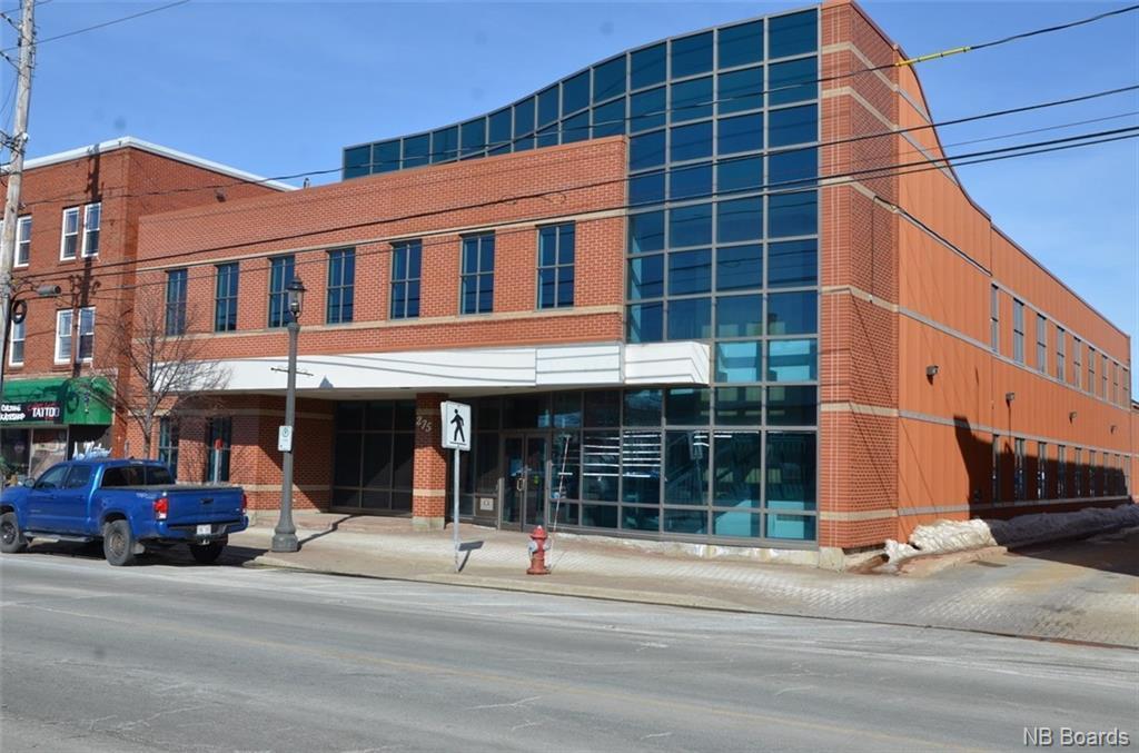 275 King, Bathurst, New Brunswick  E2A 1N9 - Photo 1 - NB054948