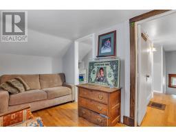 293 Dundas Street W