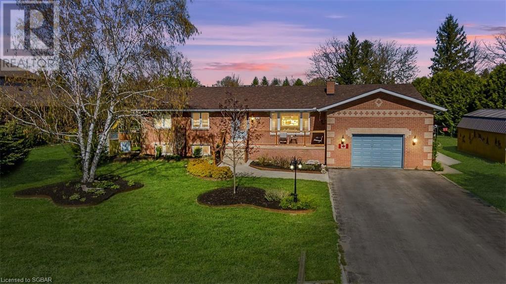 <h3>$977,000</h3><p>10 Donald Avenue, Nottawa, Ontario</p>