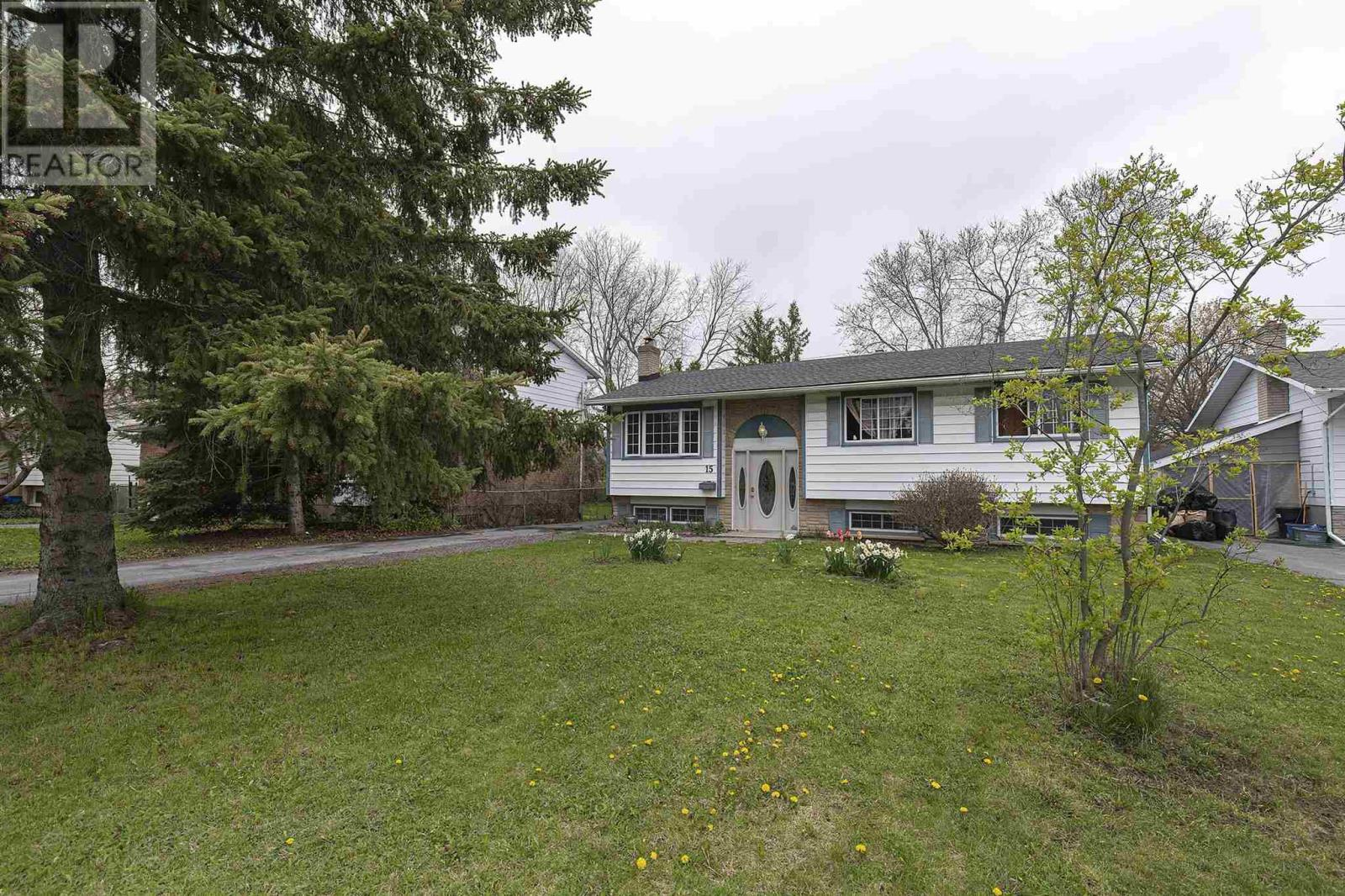15 Newcourt Pl, Kingston, Ontario  K7M 6Y1 - Photo 2 - K21002792
