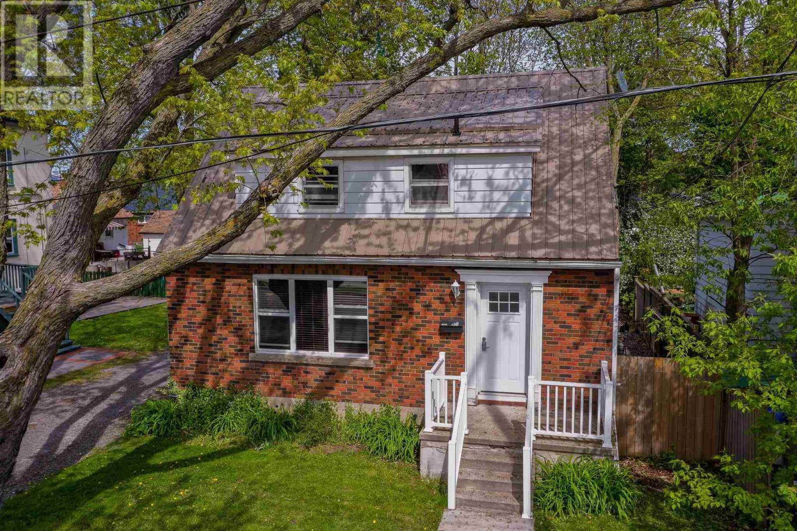 425 Palace Rd, Kingston, Ontario  K7L 4T5 - Photo 1 - K21003248
