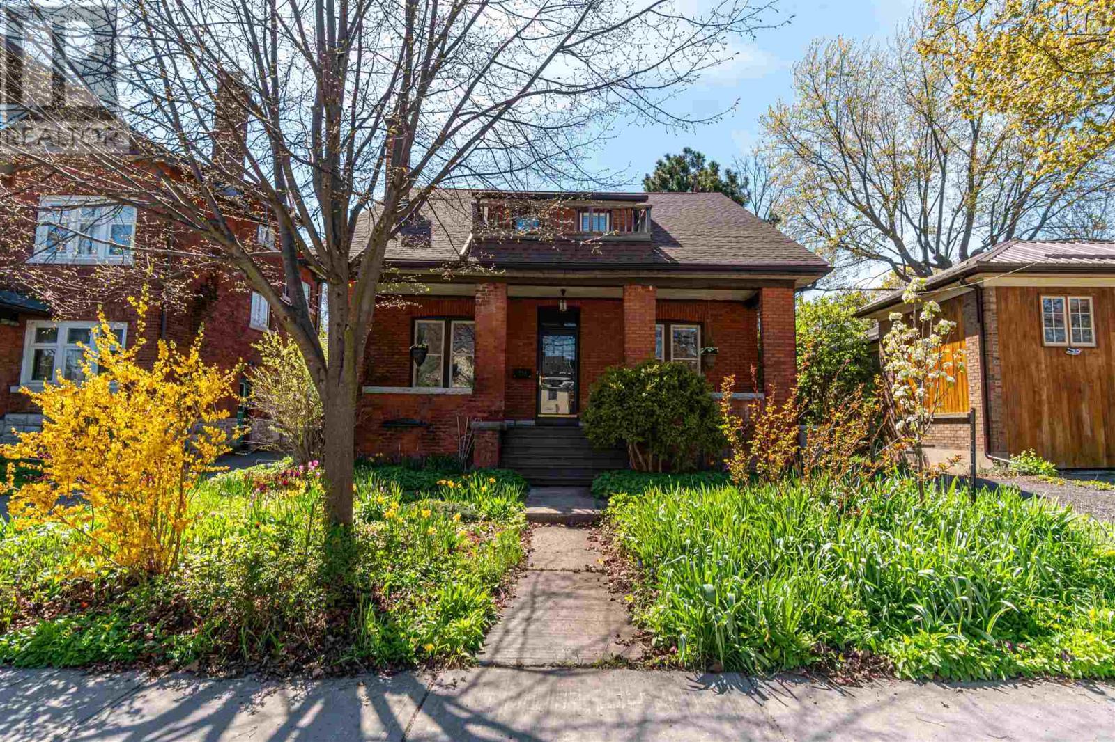 134 Collingwood St, Kingston, Ontario  K7L 3X5 - Photo 2 - K21003209