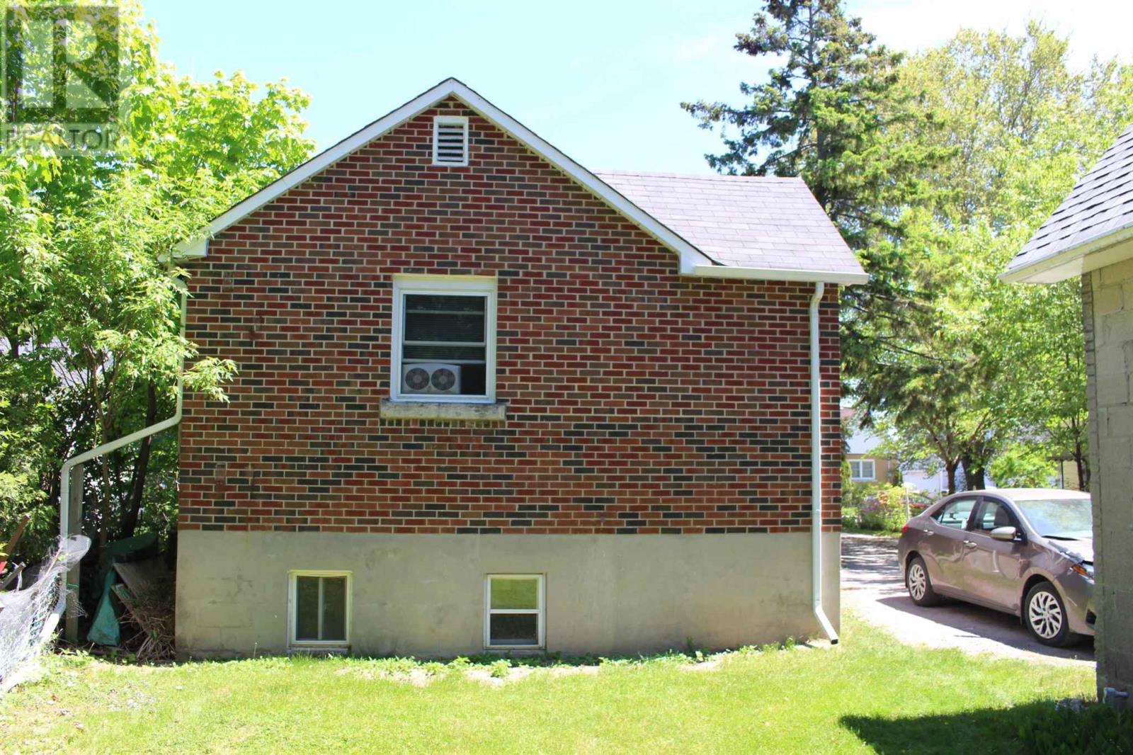 72 Mowat Ave, Kingston, Ontario  K7M 1J9 - Photo 12 - K21003328