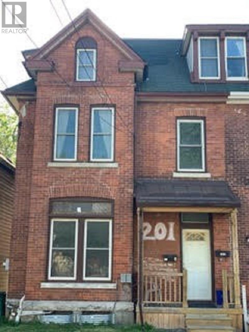 201 University Ave, Kingston, Ontario  K7L 3P7 - Photo 1 - K21003501