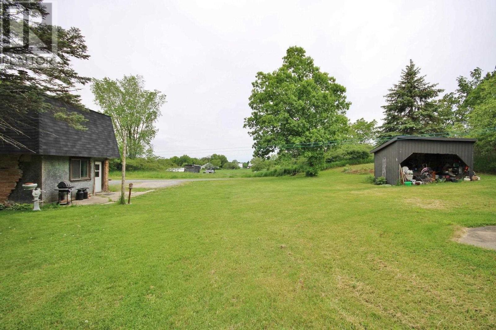 296 Berryton Rd, Leeds And 1000 Islands, Ontario  K0H 2N0 - Photo 35 - K21003548