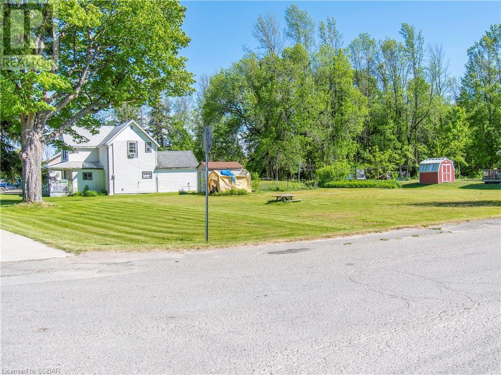 15 Willow Street, Waubaushene, Ontario  L0K 2C0 - Photo 2 - 40139382