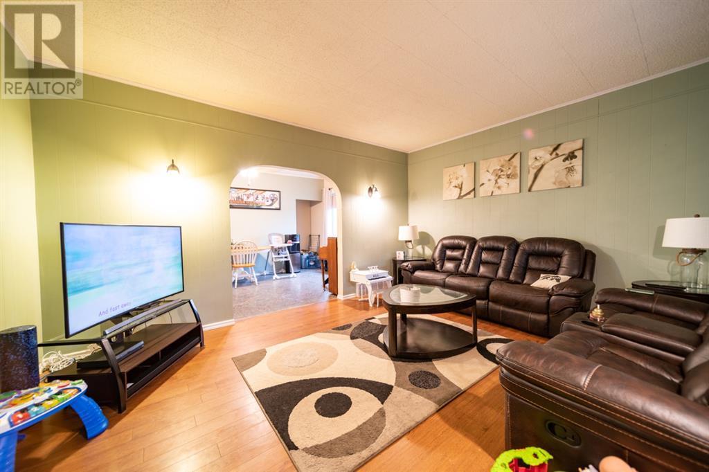 35 Selkirk Avenue, Hughenden, Alberta  T0B 2E0 - Photo 6 - A1135677