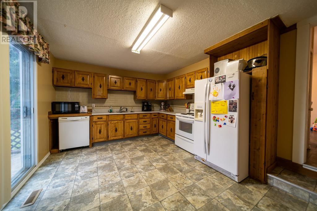 35 Selkirk Avenue, Hughenden, Alberta  T0B 2E0 - Photo 2 - A1135677