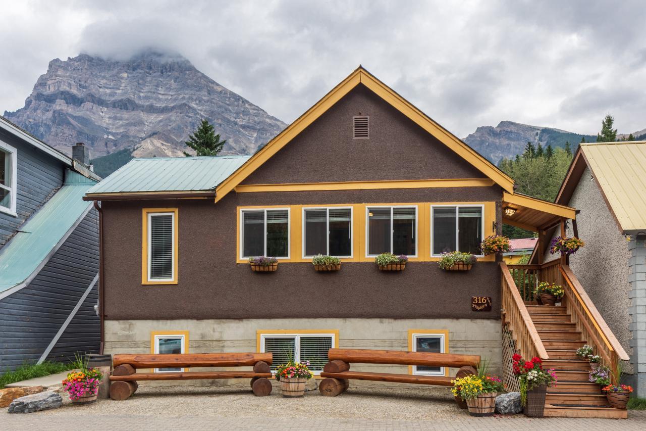 316 Stephen Avenue, East Highway 1, British Columbia  V0A 1G0 - Photo 1 - 2460469