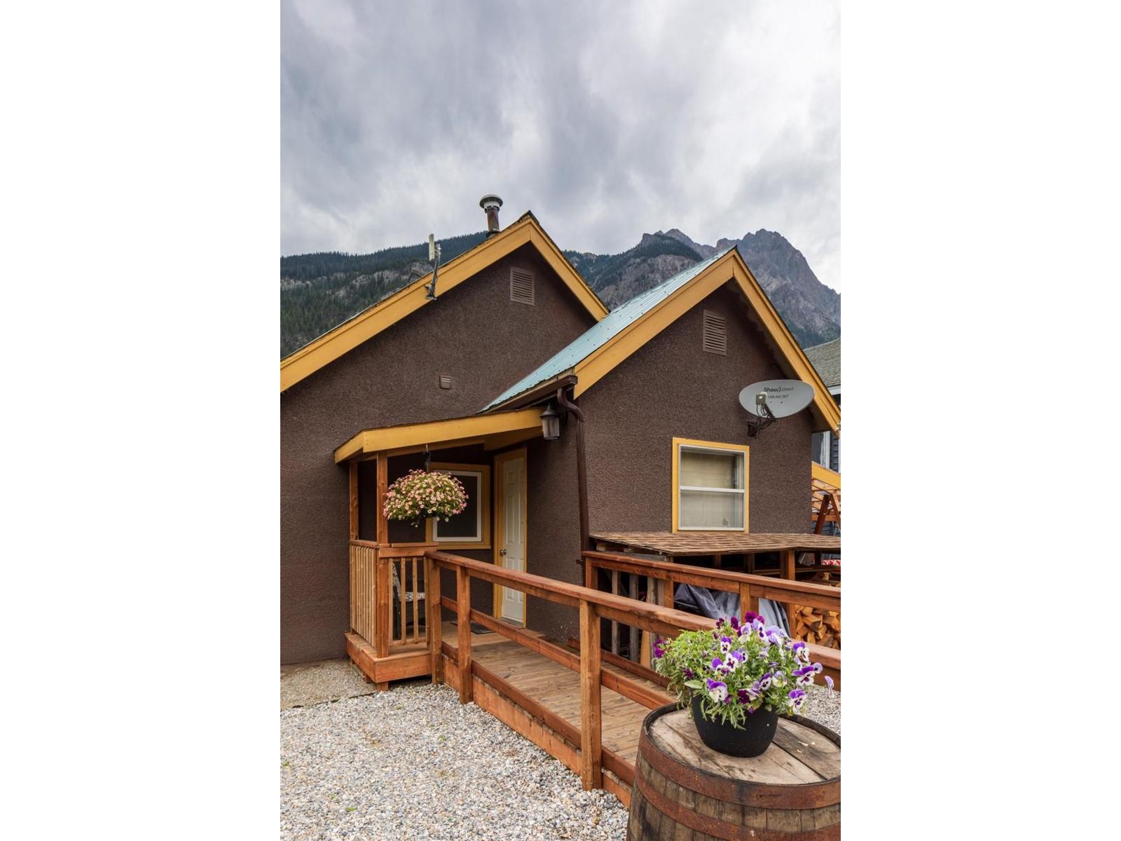 316 Stephen Avenue, East Highway 1, British Columbia  V0A 1G0 - Photo 3 - 2460469