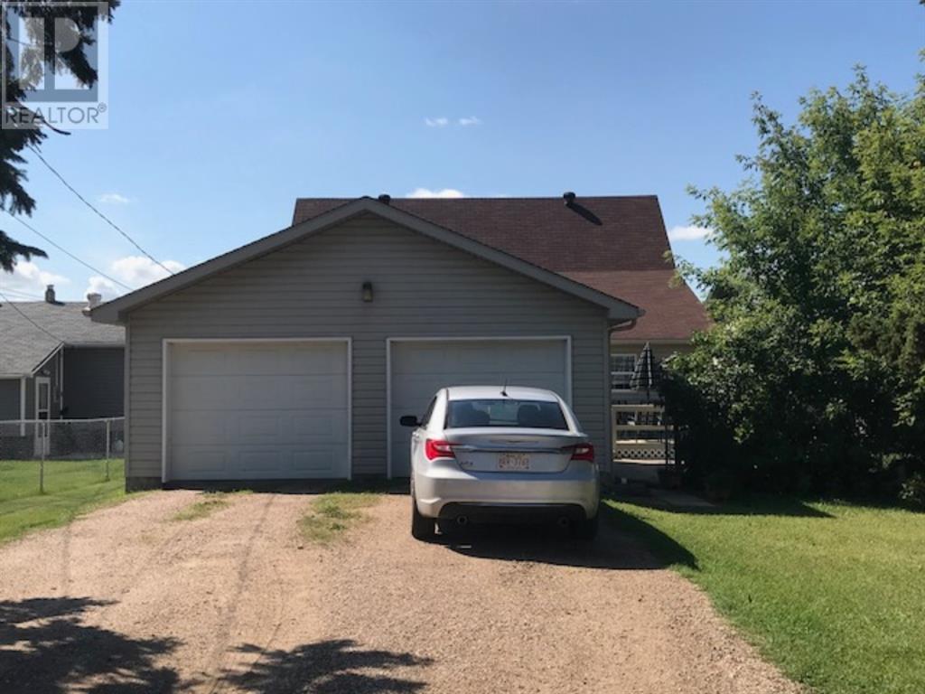 1038 16 Avenue, Wainwright, Alberta  T9W 1E5 - Photo 2 - A1139447