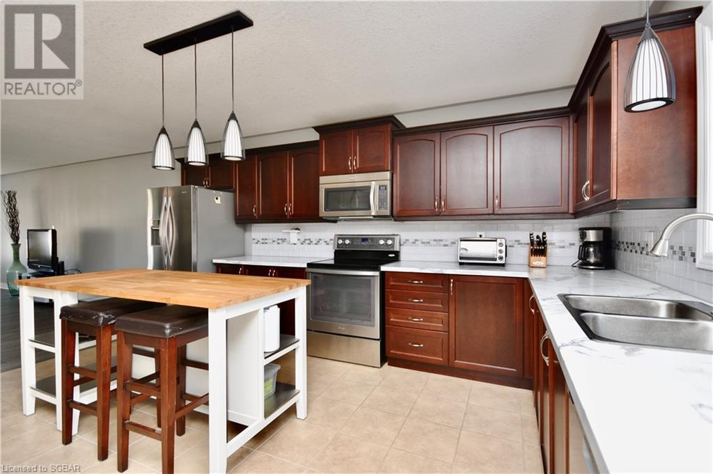 32 St Amant Road, Penetanguishene, Ontario  L9M 0A1 - Photo 11 - 40157663